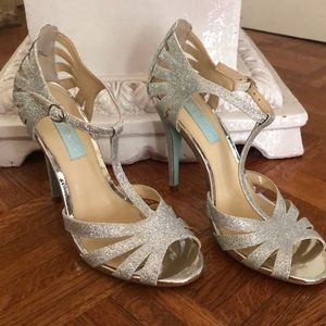 Betsey Johnson glitter shoes size 7